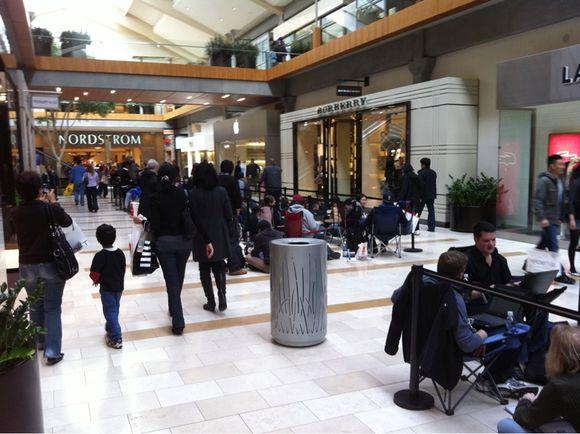 Line for iPad 2 Outside Apple Store in Bellevue